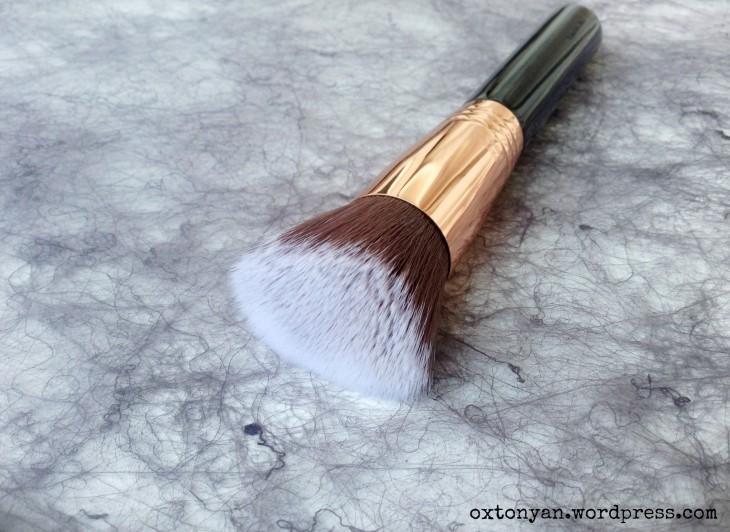 sigma beauty f80 flat kabuki brush