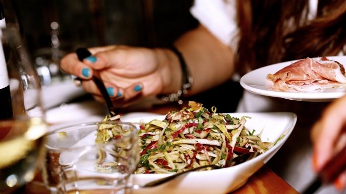 2014-12-Life-of-Pix-free-stock-photos-salad-ham-hand-serve-leeroy