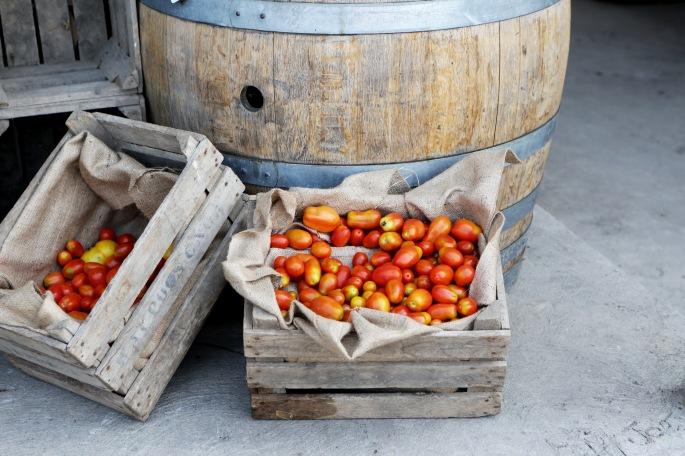 2015-12-Life-of-Pix-free-stock-photos-tomatoes-crates-wine-AlexisDoyen