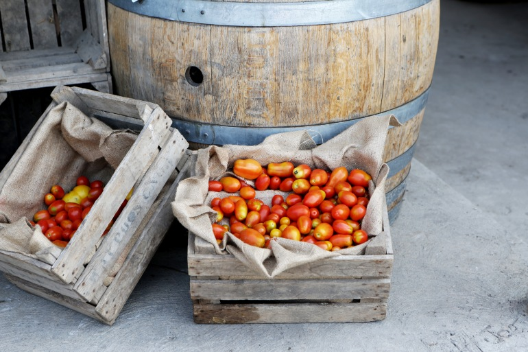 2015-12-Life-of-Pix-free-stock-photos-tomatoes-crates-wine-AlexisDoyen