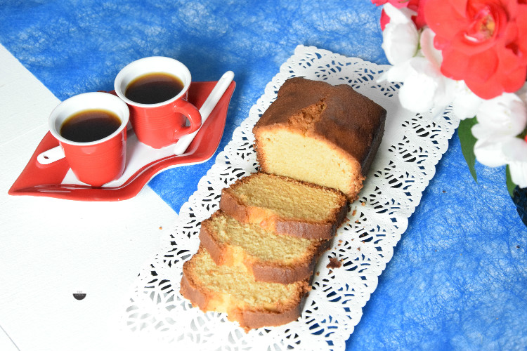 Cake aux amandes et fruits rouges