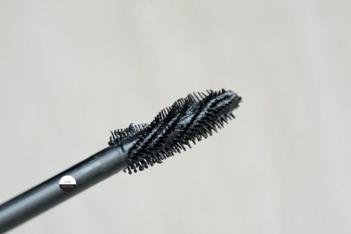 mascara-bareminerals-lash-domination-brosse
